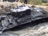 Picture: Уникален 50 годишен танк изплува от река в Полша