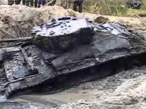 Уникален 50 годишен танк изплува от река в Полша