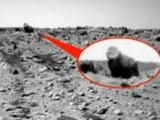 Picture: Мистерия: Марсоходът засне каменна горила (ВИДЕО)