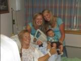 Picture: Невероятно! Баба роди внучка си (СНИМКА)
