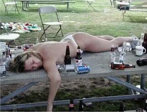 Пияна на масата