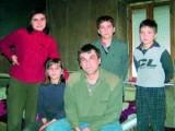 Picture: Бащата: Заедно с жена ми решихме децата да не ходят на училище!