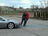 Picture: Какво се случва, когато се изпикаеш върху Ferrari?
