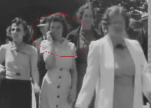 Жена говори по мобифон - 1938г.