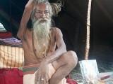 Picture: Лудост! Индиец държал ръката си вдигната в продължение на 38 години
