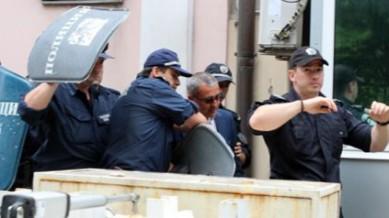 Преследват депутати по софийските улици
