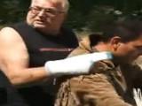Picture: Вижте в лицето Райчо Иванов, който влачи кучето с колата си
