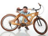 Българи направиха дървен велосипед