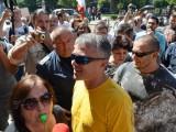 Picture: Човек на Бареков сред провокаторите на срещата с Вивиан Рединг! (ФОТО)