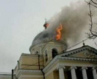 Църква изгоря по време на кръщене