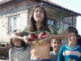 Picture: Циганка от контрапротеста в защита на Орешарски с голи гърди!
