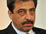 Picture: Шефът на ЕНП Мартенс контраатакува Цветан Василев