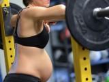 Picture: Леле! Бременна в осми месец вдига щанги (СНИМКИ)