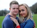 Picture: ШОК! Двама влюбени си смениха пола едновременно и се сгодиха (ВИДЕО)