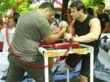 Picture: 50-килограмова женица преби 120-килограмова мутра!