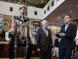 Picture: Фантастично! Бионичен човек се разходи във Вашингтон (ВИДЕО)