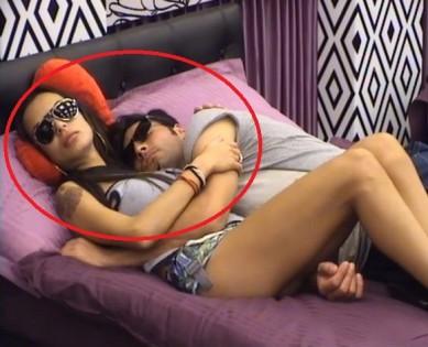 Лияна и Мариан в едно легло