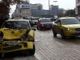 Picture: Катастрофа: Такси и джип се сблъскаха пред БНБ