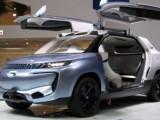 Безпилотен автомобил с аквариум