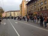 Picture: Екшън на MAX!!! Студентите обградиха парламента с жива верига!
