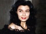Picture: Вижте Венета Райкова преди 21 години – с рунтави вежди и бледа кожа!
