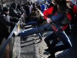 Picture: Масов бунт! Плодове и зеленчуци летят към парламента! (ВИДЕО)