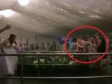 Picture: Жена се преби през парапет, в опит да хване букета (ВИДЕО)