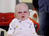 Picture: ШОК! Дяволско бебе плаши минувачи в Ню Йорк (ВИДЕО)