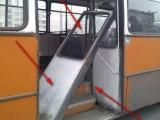 Picture: Автобус от градския транспорт се разпадна по време на движение (ФОТО)