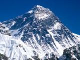 Picture: Еверест: Спират издирването на затрупаните под върха