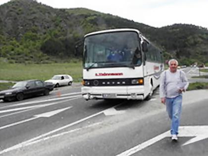 Автобус с фенове на Левски катастрофира