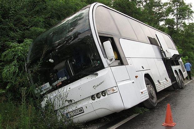 Автобус с деца катастрофира край Русе