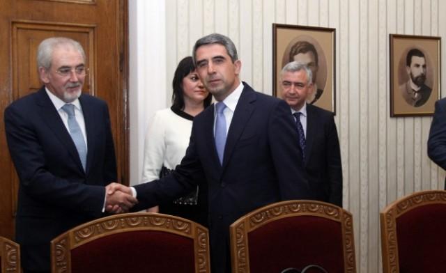 Президентът връчва проучвателен мандат на ДПС