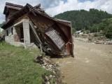 Свърши храната за наводнените селища