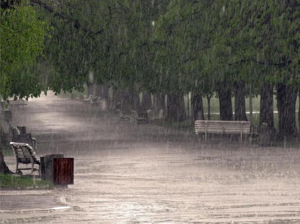 Наводнени улици и къщи в София
