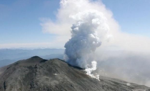 Изригна най – голеният вулкан в Япония - АСО