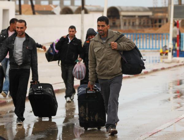 бежанци към България