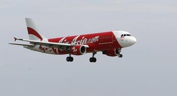 Временно спира издирването на самолета на AIR ASIA