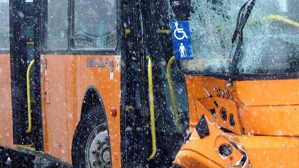 Автобус с деца катастрофира на Витоша