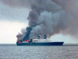 Все още издирват оцелели от изгорелия край Гърция ферибот