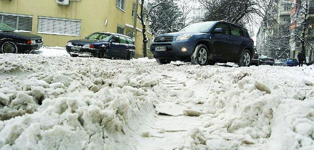 Опасните улици в София са обработени срещу заледявания