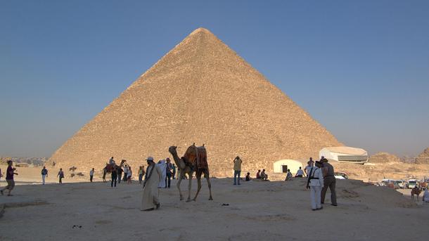 Затварят Хеопсовата пирамида за реставрация