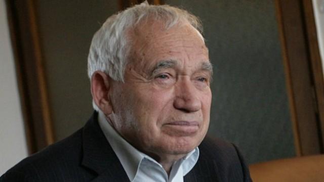 Почина Желю Желев