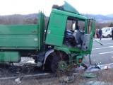 Товарен автомобил падна от мост върху главен път Е - 79