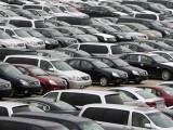 """Най - застрашени от санкции по гръцките пътища са българските шофьори с автомобили на лизинг, тъй като те притежават само копие на големия талон, докато не изплатят колата напълно. То обаче не се признава от властите на пътя в Гърция и Унгария. Лизингодателите очакват и друг проблем. С промяната в малкия талон ще се спази изискването за техническите параметри на колата, но формално на тях пише """"част 2"""". Така шофьорът пак е неизряден, защото не притежава талон """"част 1"""". Глобата е няколко хиляди евро."""