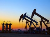 Picture: Цената на петрола остава рекордно ниска