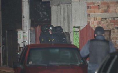 Стрелец държа на крак полицията цяла нощ