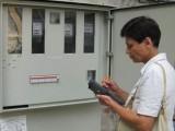 Инкасатори отчитат потреблението на ток