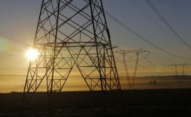 Остава таксата за повторно включване на тока