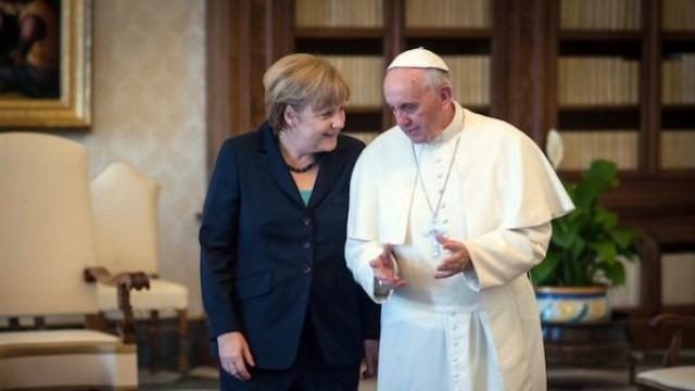 Ангела Меркел на частна аудиенция при папата